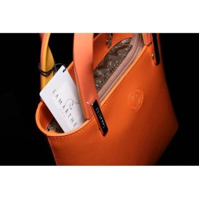 תיק עור קטן לנשים במראה יוקרתי וסגנון קלאסי מודרני של מותג העל הצרפתי דגם Lamarthe Paris PP102