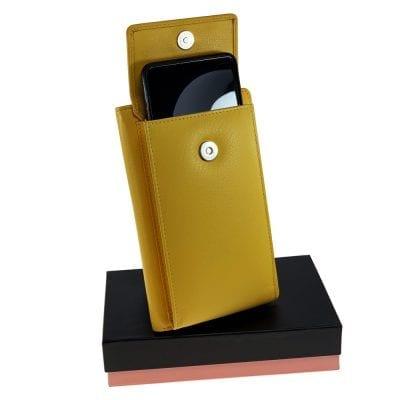 וגאס, ארנק כולל תא שמתאים לכל סוגי הטלפונים, פספורט, שטרות, כרטיסי אשראי וכו.. מעור נאפה איטלקי אמיתי צהוב